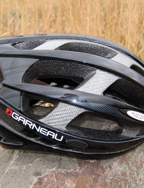 Louis Garneau has given its mid-range Quartz helmet a sleek, low-profile appearance
