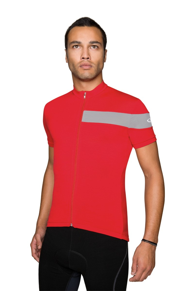 Some Rapha influence is evident in the single color-contrast stripe - not exactly a bad place to draw some styling inspiration, we'd say. This is the SS Circuit
