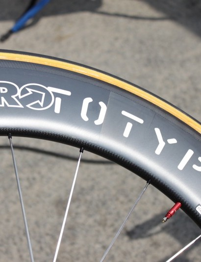 Rabobank's deeper wheel option used HED's 70mm-deep Stinger 7 rim, again laced to a Shimano Dura-Ace hub