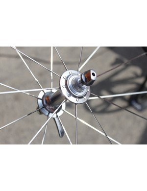 The HED rims are laced to standard Shimano Dura-Ace 7900 hubs and are delivered to the teams pre-built