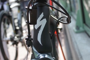 The head tube tapers from 1-1/8in to 1-3/8in to offer better aerodynamics than the more common 1-1/5in lower standard