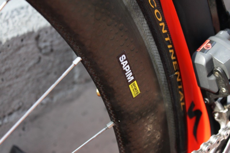 Cavendish's custom wheelset uses thick, round, butted spokes from Sapim