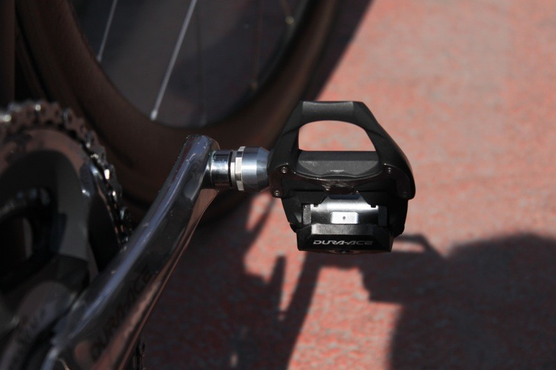Cavendish's custom wide spindle carbon Shimano pedals