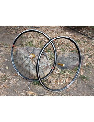 Industry Nine combines the proven performance of HED's wide-profile C2 aluminum rim extrusion with its own silky-smooth hubs to create the i25 wheelset