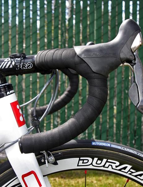 Lucas Euser (Team SpiderTech p/b C10) prefers PRO's compact bend.