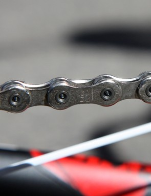 Chris Horner's (Team Radioshack) Trek Madone 6.9 SSL is equipped with a SRAM PC-1091 chain.