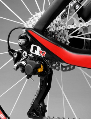 The Lynx 4's Split Pivot design demands a unique rear axle - in this case, SR Suntour's QLock system