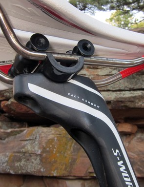 The two-bolt head holds tight and is easy to adjust but the bulky carbon fiber mast can make it tough to attach seat bags depending on saddle position