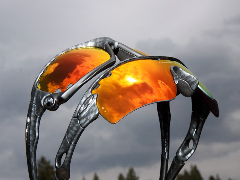 """Oakley's new road-riding-specific """"Echelon"""" collection includes dedicated tints such as this Ruby Iridium-coated VR50 photochromic lens"""