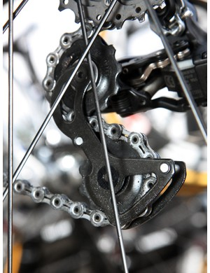 Rabobank team bikes were outfitted with stock Shimano Dura-Ace Di2 rear derailleur cages throughout, unlike the customized HTC-Highroad ones, which used aluminum inner plates