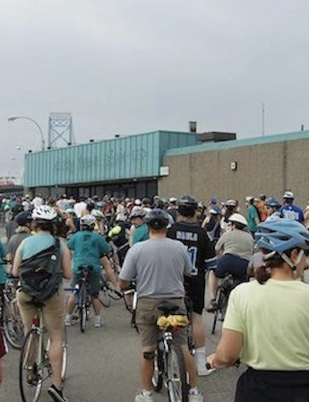 Cyclists line up for the 2010 edition of Bike the Bridge