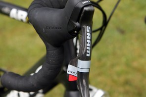 Standard consumer-spec SRAM Red DoubleTap levers are fitted to Ritchey alloy bars.
