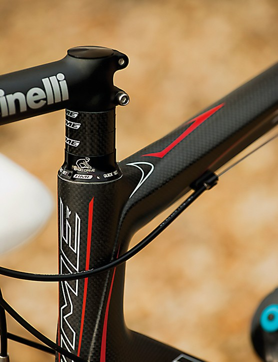 With a basic Cinelli aluminium bar and stem up front, rest assured all of the RX's qualities are coming from this brilliant chassis
