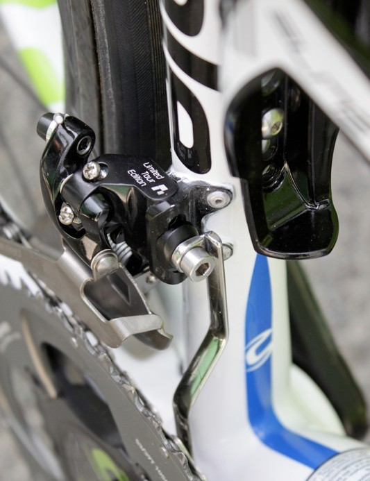 Nibali's bike sported an LTE front derailleur, which, interestingly, featured a titanium cage when generally pros seem to gravitate toward the custom steel caged models