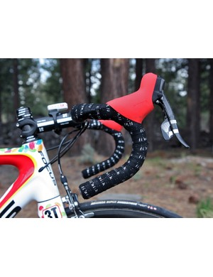 Jeremy Powers (Jelly Belly p/b Kenda) runs his SRAM levers high on his classic-bend bars - just like on his 'cross bike