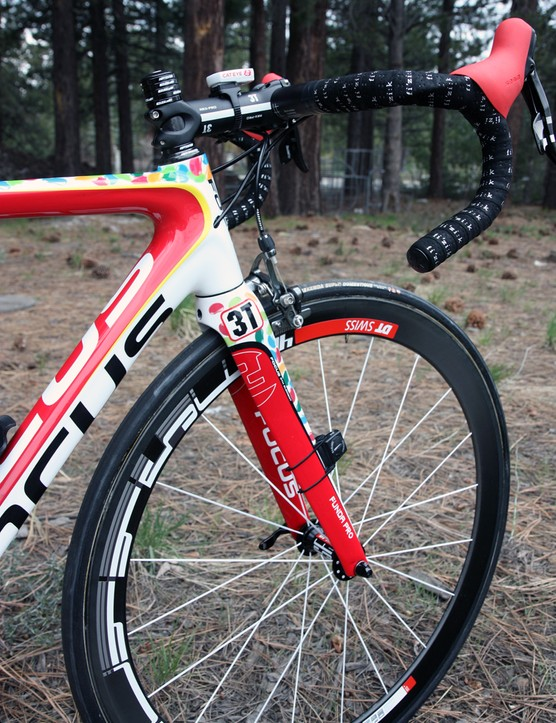 DT Swiss provide the Jelly Belly p/b Kenda team with carbon fiber tubular wheels for racing