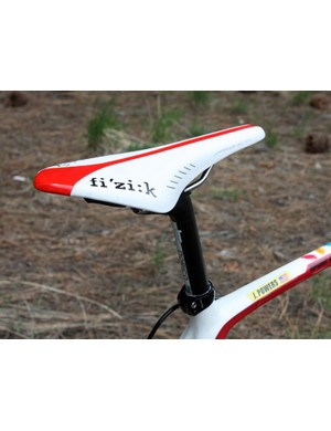 Jeremy Powers (Jelly Belly p/b Kenda) sets himself atop a Fi'zi:k Arione CX saddle with K:ium rails