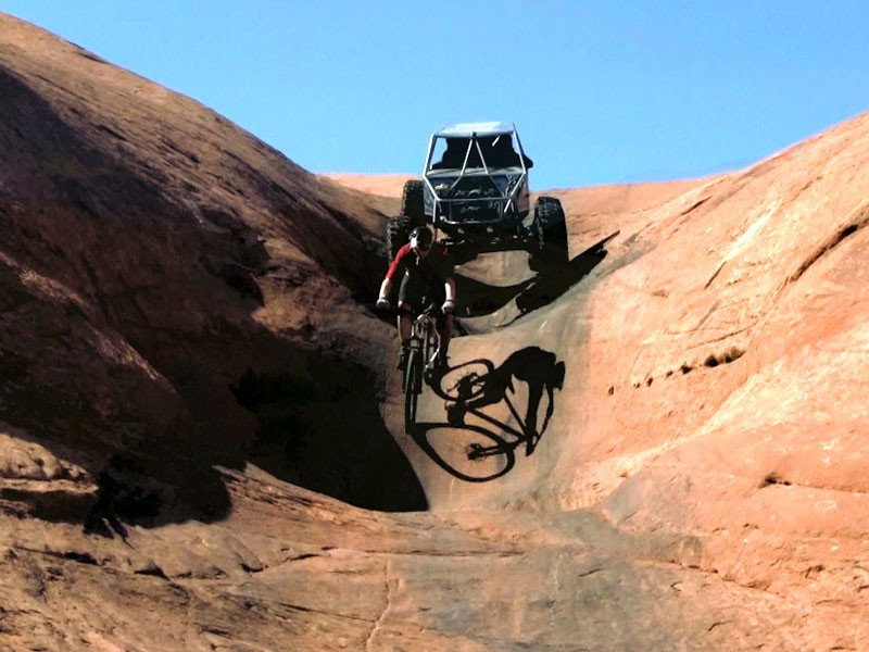 Mountain biker vs rock crawler 4x4 in Moab