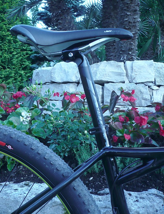 The Specialized Fate features a standard 27.2mm seatpost.