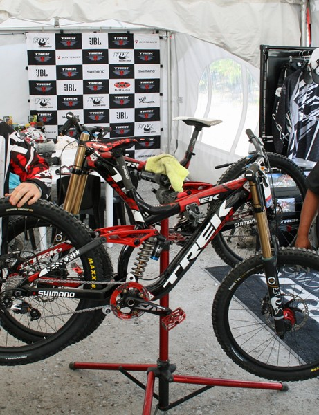 Mechanic David 'Monkey' Vasquez is a bit of a mountain bike racing icon thanks to his stints spannering for the likes of Missy Giove and Brian Lopes. His current job is making sure #1 ranked US racer Aaron Gwin keeps rolling