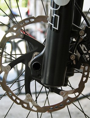 Gwin's Shimano XTR Trail brake levers are paired with Saint callipers to achieve maximum stopping power with minimum weight