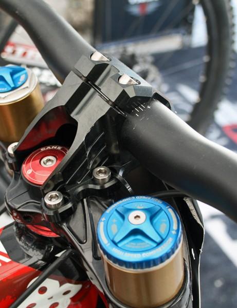 Gwin runs a direct-mount Funn stem and handlebar