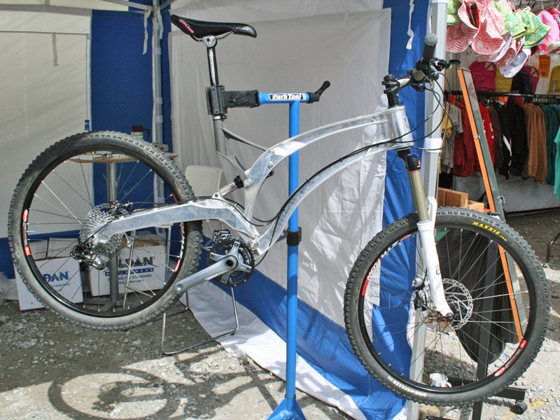 Empire's new MX-6 carries over the look of the British company's AP-1 downhill bike but the frame is machined rather than cast