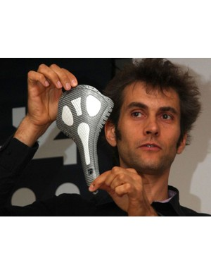 fizik product director Vincent Bourgeois shows off the three-layer composite hull of the new Kurve saddle