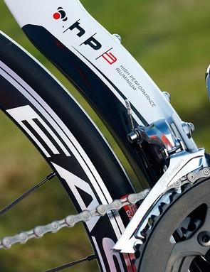 Wheelhugger seat tube and mid section wheels keep the back end aero