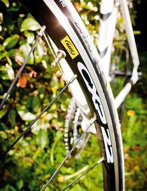 Mavic's CXP22 semi-aero rims aren't light, but they're tough. The fork gets a hidden carbon steerer to keep weight OK