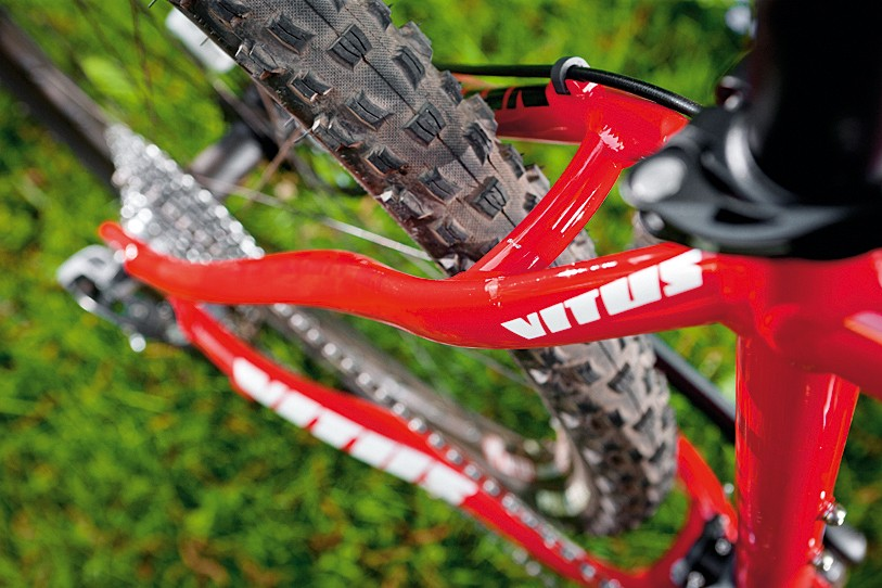 No-nonsense design touches mean clever cable routing and decent mud clearance