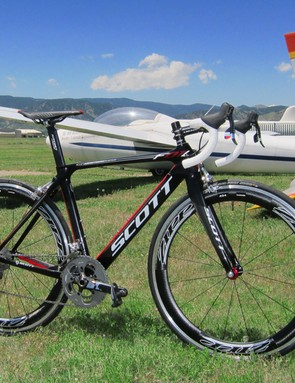 The Scott FOIL is the company's new entry into the aero road market and it gives up virtually nothing to the Addict in terms of stiffness or weight