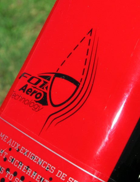 Just in case you don't quite understand Scott's F01 tube shaping, there's a graphic on the down tube to illustrate it for you