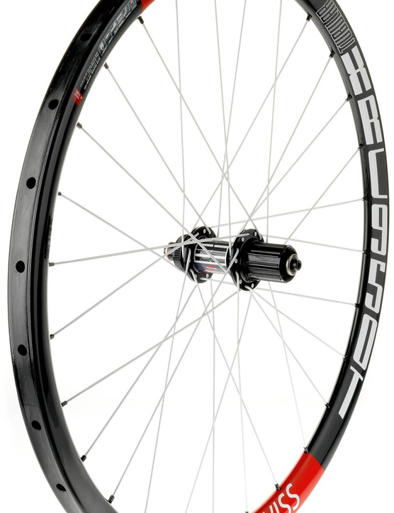 Carbon fibre rims (26x30mm) are laced with 28 spokes to DT's new 180 Carbon Ceramic hubs on the XRC 950 T tubular wheels