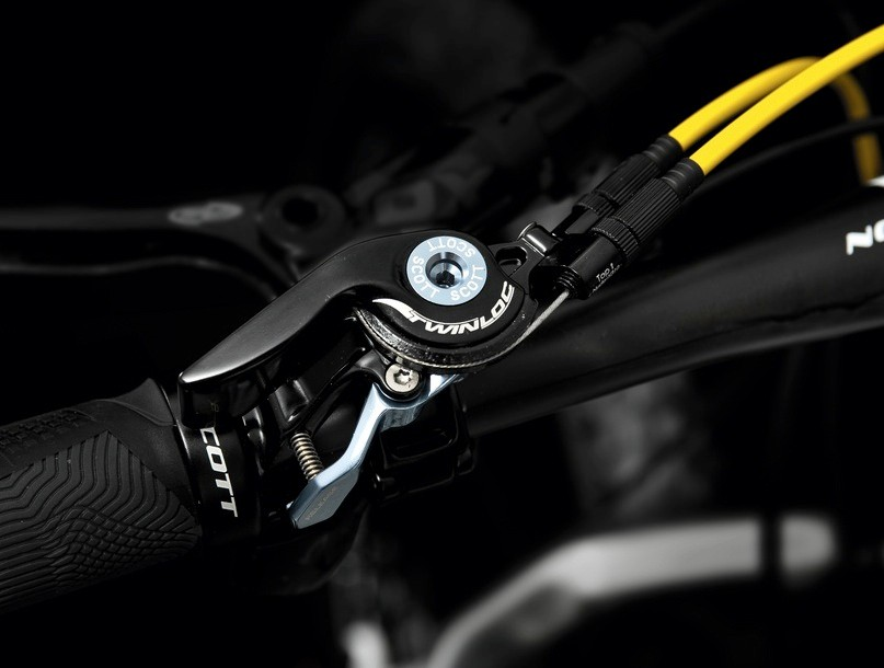 The TwinLoc pulls two cables at once offering control over the front and rear dampers at the same time