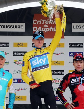 Brad Wiggins on top of the Criterium du Dauphine podium, flanked by Alexandre Vinokourov (L, 3rd) and Cadel Evans (R, 2nd)