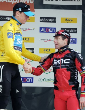 Wiggins congratulates second place getter Cadel Evans