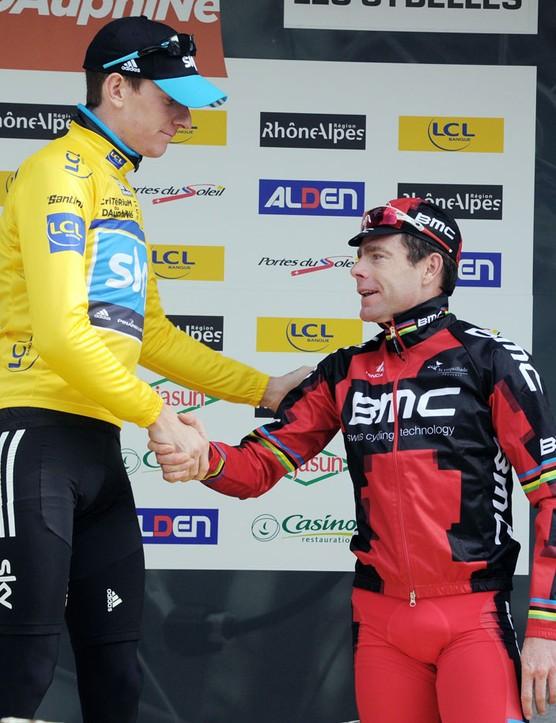 Wiggins congratulates second place getter Cadel Evans