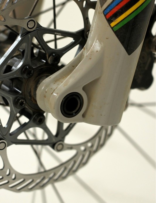 The 15QR fork legs are highly sculpted to best balance strength and weight