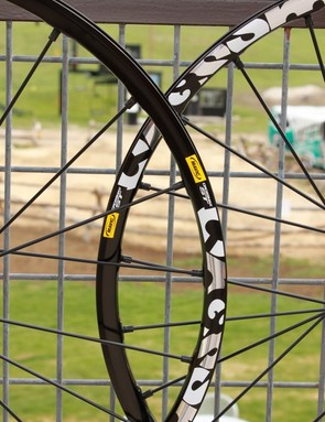 The ST wheelset shares bits and pieces of the SLR and SX to meet in the middle; Mavic says it's perfect for a 5in travel bike