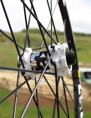 The ST shares its standard front hub with SX and is compatible with all front axle standards including a specific Lefty version