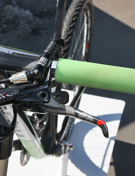 The hydraulic fork lockout remote neatly integrates into the brake lever clamp