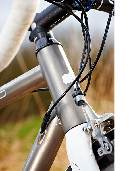 Internal cable routing helps the Litening keep its smooth looks