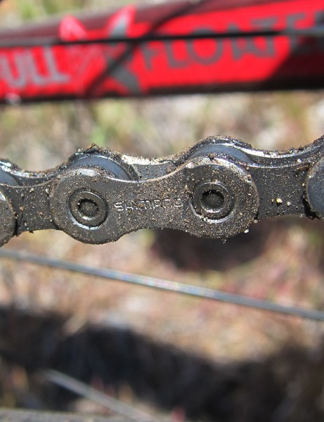 Just as with XTR, Deore XT features an asymmetrical chain with specifically shaped inner and outer plates for smoother shifting under power