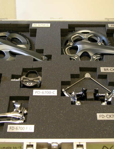 Non-series cyclo-cross components share their colour scheme with Ultegra's standard version