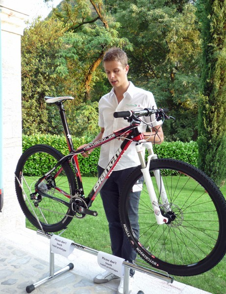 Federico Gardin, Bianchi's mountain bike product manager, with the new Methanol 29