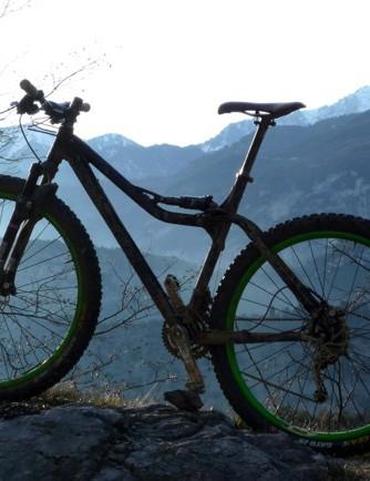 Pronghorn's new 29er sticks with their unusual APLS suspension design