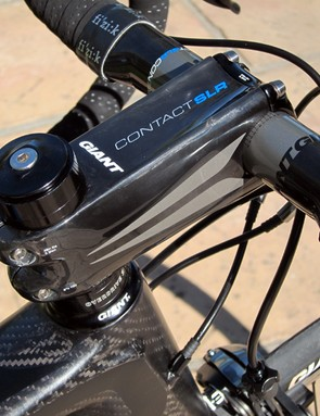 The Giant Contact SLR stem uses a gargantuan carbon fiber extension that yields a noticeably twist-free cockpit. Claimed weight is very light, too, at just 135g for a 110mm size.