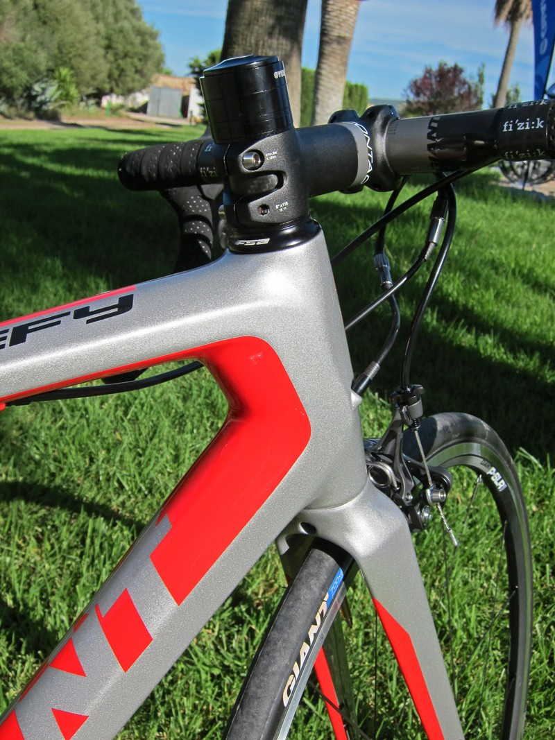 Tube shaping on the Defy range is very similar to the top-end TCR, including the bulbous squared-off head tube housing the new OverDrive 2 1 1/4-to-1 1/2in tapered steerer tube.