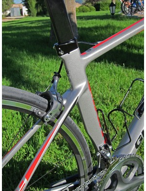 The top tube and seat stays on the Giant Defy Advanced are more offset than on the TCR to help provide more seat tube flex under load.